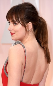 rs_634x1024-150222195838-634.Dakota-Johnson-Academy-Awards-Brauty.ms.022215